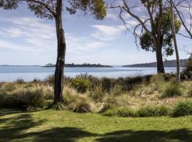 Abs by the Bay, Taranna (Eaglehawk Neck yakınında)