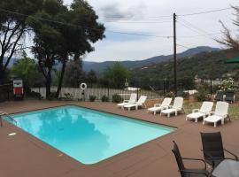 Mountain Trail Lodge and Vacation Rentals, Oakhurst