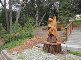 Cedar Mountain Lodge, Oakhurst (in de buurt van Yosemite Forks)