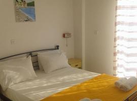 Raymondos Apartments, Lassi