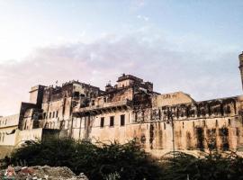 Narayan Niwas Castle, Rāmgarh (рядом с городом Dhāni)