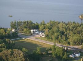 Edgewater Motel and Campground, Temiskaming Shores (New Liskeard yakınında)