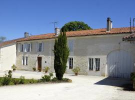 Le Vieux Noyer, Réaux (рядом с городом Saint-Maurice-de-Tavernole)