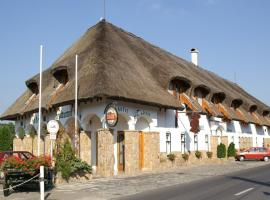 Öreg Halász Hotel és Étterem, Tát (рядом с городом Lábatlan)