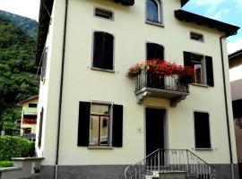 Villa Golden, Villa di Tirano