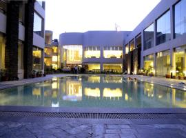 Hans Hotel & Resorts, Rewāri (рядом с городом Bakāpur)