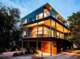 Point Lonsdale Holiday Apartments, Queenscliff (Point Lonsdale yakınında)
