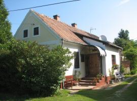 Cserépmadár szállás és Csinyálóház, Velemér (рядом с городом Magyarszombatfa)