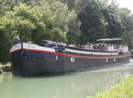 Serenity Barge, Sillery