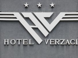 Hotel Verzaci, Rinas (Qerek yakınında)