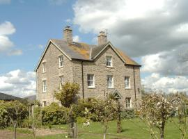 Waiten Hill Farmhouse B&B, Fairford (рядом с городом Whelford)
