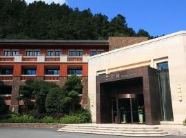 Ziyunge Hotel Mount Wudang, Danjiangkou (Zixiaogong yakınında)