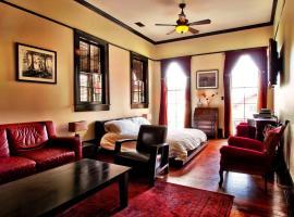 Royal Street Inn & Bar