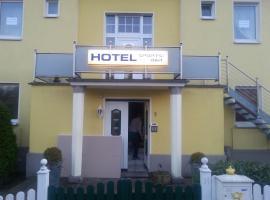 Hotel zur Sportsbar, Horn-Bad Meinberg (Feldrom yakınında)