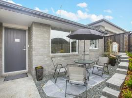 Refined Self Contained Unit, Snells Beach