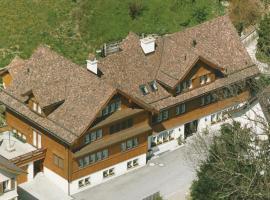 Hotel Pension Im Dorf, Zuzwil (Hosenruck yakınında)