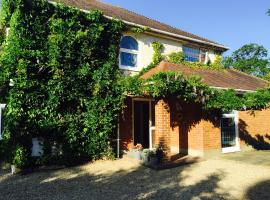 Stapehill Lodge B&B, Hampreston