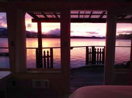 Seine Boat Inn, Alert Bay (Simoom Sound yakınında)