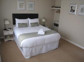 Oak Tree Lodge & Holiday Parking, Burstow