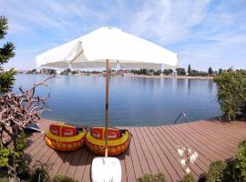 TopSenec-Lakeside Home