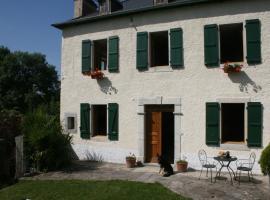 La Maison Aux Volets Verts, Saucède
