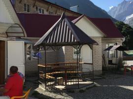 Pikhtovy Mys Guest House, Dombaj