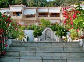 Lianos Apartments, Ровиес