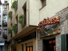 Hostal Les Collades, Сорт (рядом с городом Pujal)