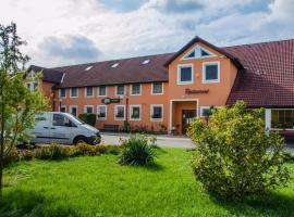 Hotel U Jezera, Velký Osek (Choťovice yakınında)
