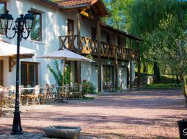 La Ferme aux Biches, Commelle-Vernay (рядом с городом Parigny)