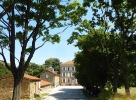Chateau Chavagnac Gites, Lemps (рядом с городом Bert)