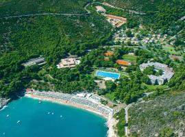 Hotel del Faro - Pugnochiuso Resort, Vieste (Pugnochiuso yakınında)
