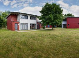 Basiskulturfabrik Öko-Hotel, Нойштрелиц