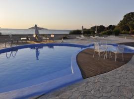 Tony's Beach, Vromolithos