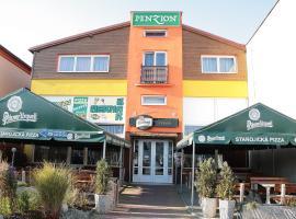 Penzion-Hotel Starojícká Pizza, Starý Jičín (Hustopeče Nad Bečvou yakınında)