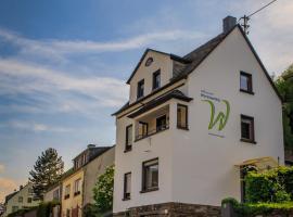 Ferienwohnungen Haus am Würzlaysteig, Lehmen (Niederfell yakınında)