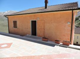 Villa Tardioli, Castelluccio (Frontignano di Ussita yakınında)