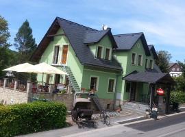 """Penzion a restaurace """" Zlatý Strom"""", Jablonné v Podještědí (Petrovice yakınında)"""