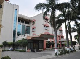 OYO 13279 Hotel Jabali Palace, Jabalpur (рядом с городом Bherāghāt)