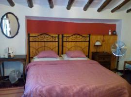 Casa Rosa, Almedinilla (Barranco del Lobo yakınında)