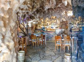 Hotel Shpella, Berat (Çorovodë yakınında)
