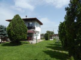 Kristi Houses, Krapets
