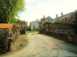 """Le Manoir """"Aux Douves"""", Bazoges-en-Paillers (рядом с городом Beaurepaire)"""