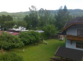Ferienwohnungen am See Haus Spitzer, Keutschach am See (Plescherken yakınında)