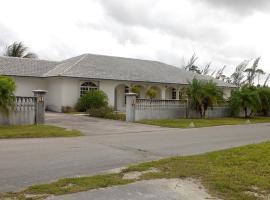 Three-Bedroom Vacation Home II, Freeport (Roberts Town yakınında)