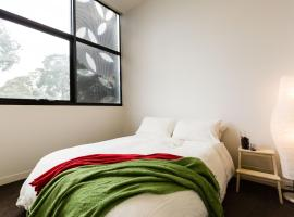 George - Beyond a Room Private Apartments, Melbourne (Near Parkville)