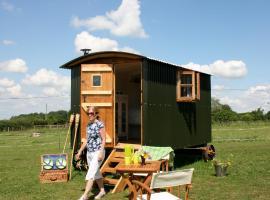 Snuggly Tin Shepherd Hut, Lacock