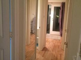 One Bedroom Apartment at 23 Marina Approach, Хейс (рядом с городом Northolt)