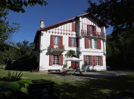 Les Escapades d'Aurore, Perles-et-Castelet
