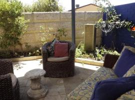 Relax, bright & airy garden Villa, Perth (North Beach yakınında)